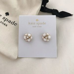 Kate Spade daisy stud earrings